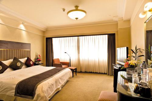 酒店与房务部核对客房之现状资料