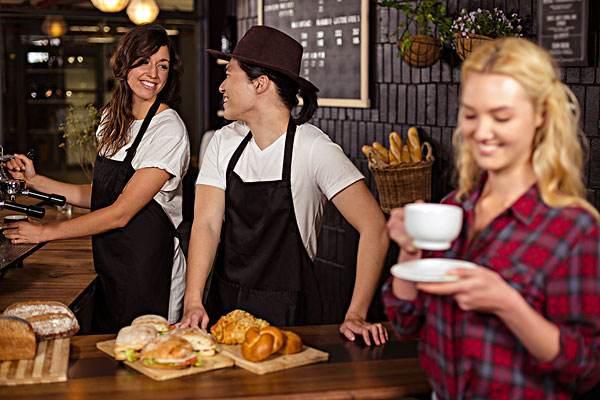 咖啡厅服务员.jpg